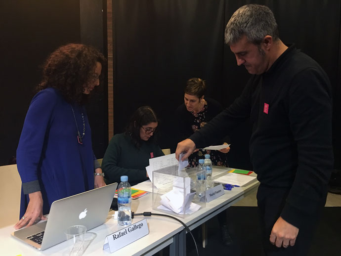 rafael-gallego-votando-asamblea-apdi